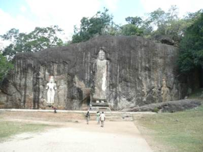 Budhuruwagala – The rock where the statues of budhdha curved