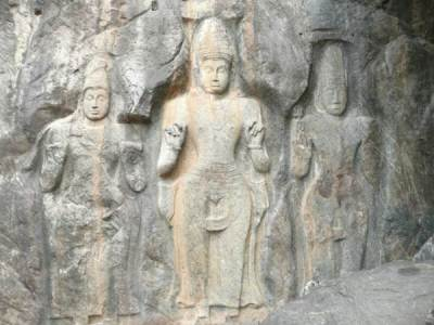 Bodhisathwa statues at Budhuruwagala (in the middle)