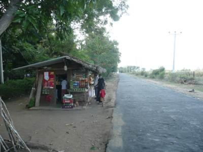 A village café opposite to Udawalawe sanctuary