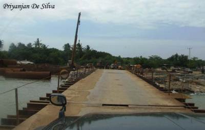 Long line of vehicles at the Upparu ……so, we crossed over the partly constructed bridge