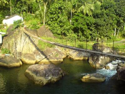 "Swing bridge over the We Oya at ""Peragas handiya"" - Malalpola"
