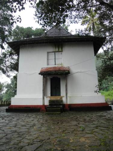 The second image house at Pusulpitiya temple – unfortunately vandalized by thieves