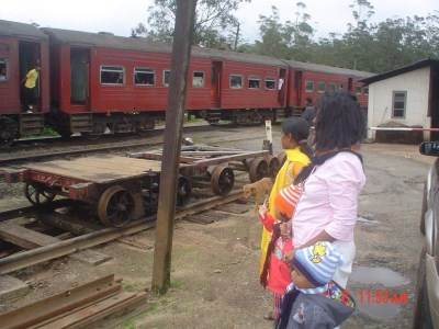 At Pattipola we came acroos an arriving train from Colombo which was a beautiful sight