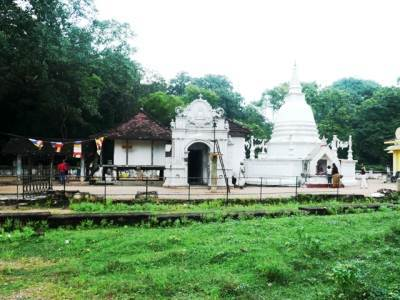 The historic temple at Panduwasnuwara