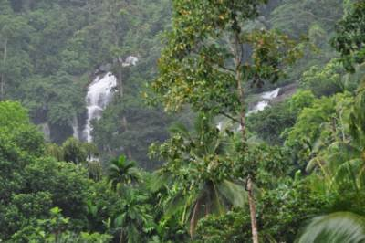Pandi Falls on left and Kaduru Gal Dola on right