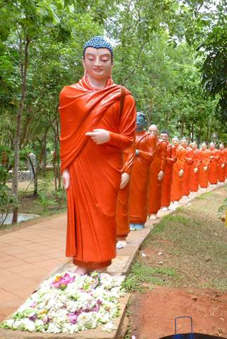 statues of 500 Arahat Buddhist monks