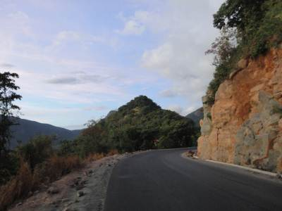 Road from Hunnasgiriya to Haslaka