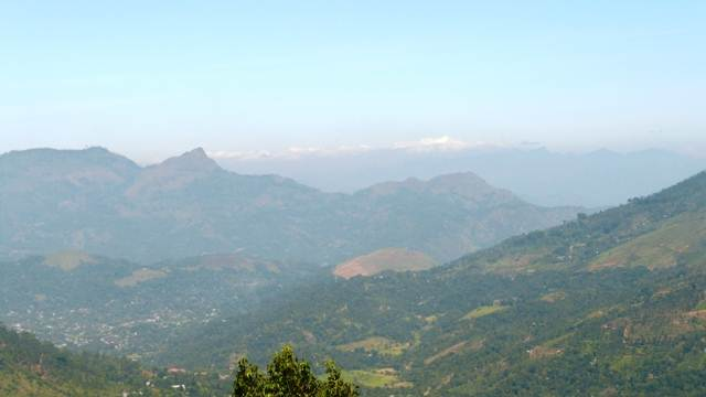Scenery of Badulla town – on our way descending to the Glane Alphine Estate