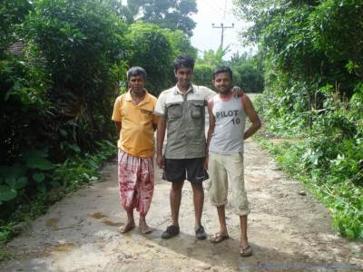 Wasantha(Left) & his uncle(Right) from Pitawala who was our freind and the one who helped us planning our tour