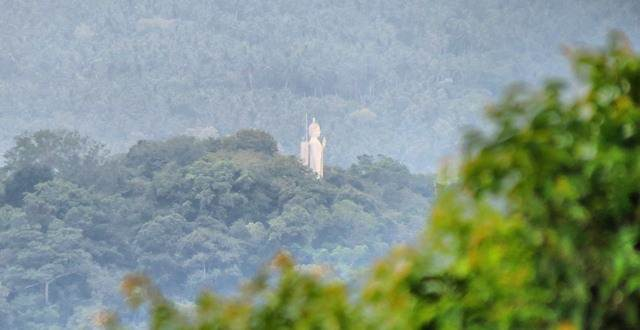 Rathmulu kanda statue seen far away
