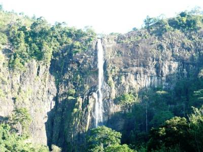 Diyaluma, the third highest waterfall in Srilanka