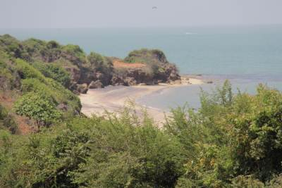 A sea bathing spot when returning from Kudiramalai.