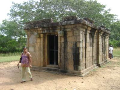 Gedi Ge next to the temple 
