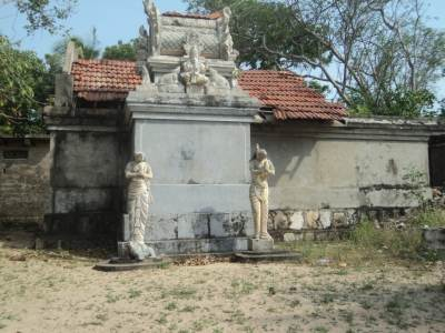 the kovil with the statues that relates to the legend of the pond
