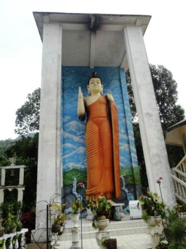 Giant Buddha statue at Nallathanniya temple