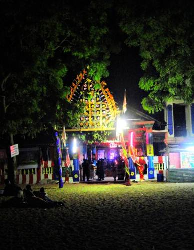 Okanda devalaya at night