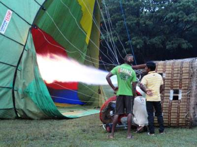 Feeding gas into the balloon
