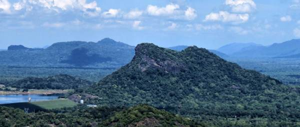 Mount Inginiyagala as seen from Pallan hela