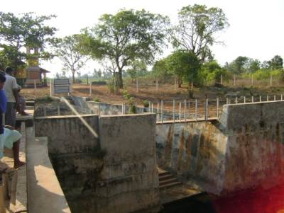Nilavarai Bottomless Well at Nawathkiri