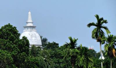 Mayadunna pagoda as seen from the road