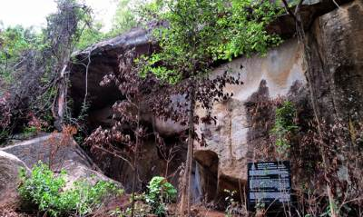 the Piyangala fresco cave