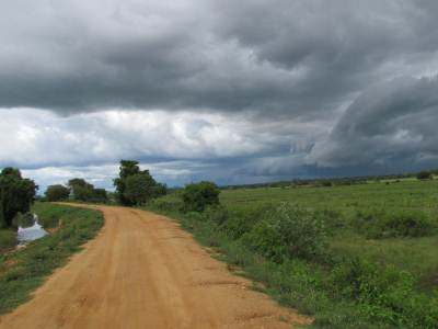 Racing down the dirt roads towards Mahauswewa