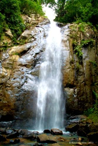 WOW, She is  pretty… The front view of Udagama Doowili Falls