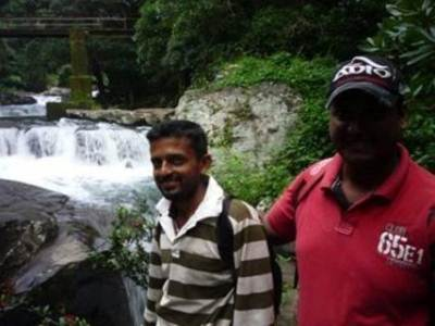 Near Wedda Pani Ella (Friendly guide Wasantha and Me )