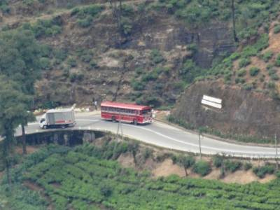 The CTB bus I mentioned on Kandy road about 3-4km away (40X)