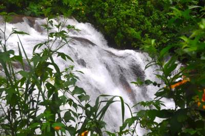 Ramboda Meda Falls on the way to Ihala Falls