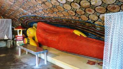 Reclined Buddha statue-head towards west