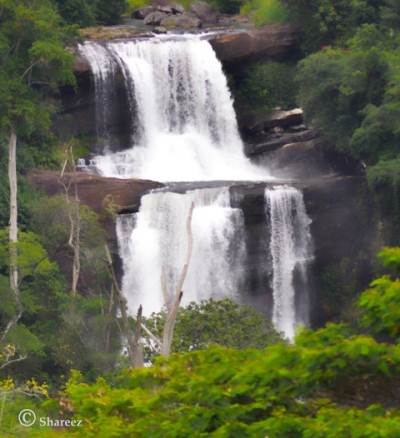 Thaliya Wetuna Falls (close up)