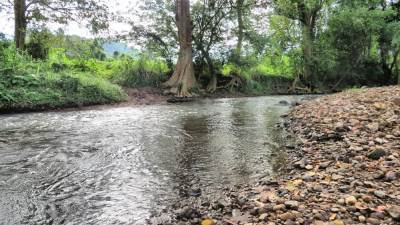 It flows behind the kraal