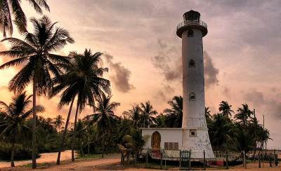 oluvil light house at dusk