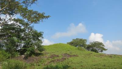 Ancient stupa. King Mahadhatika Mahanaga මහාදාඨික මහානාග (07-10A.C) has built it.  It has a circumference of 200feet