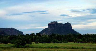 seegiriya like rock near kuda gala