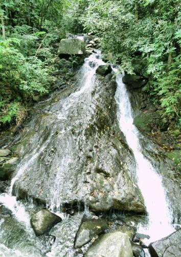 Kosgahadola waterfall. Height is 3m