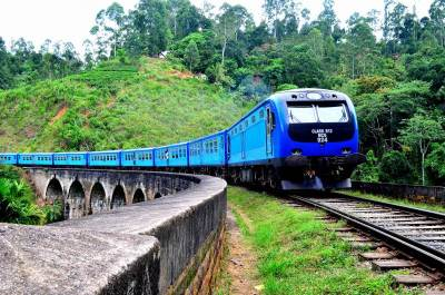 Colombo bound train over the Nine arch bridge