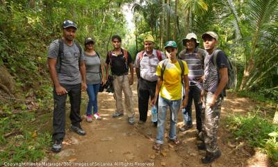 Just got off the van and ready to do the hike.  Photo courtesy: Harsha De Silva