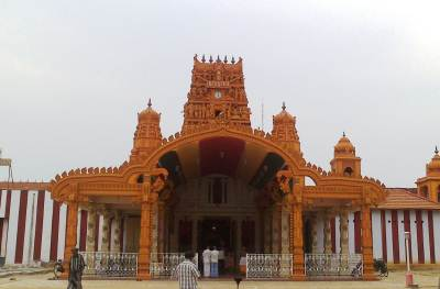 Nallur Kovil-No photography inside the Kovil