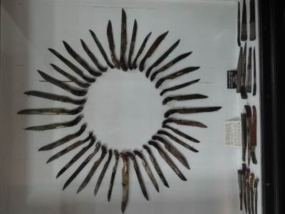 Replica of the Sun using knives