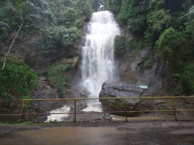 The spectacular waterfall - Dehena Ella