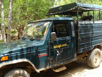 Safari jeep (Aberathna – 072-4084546)