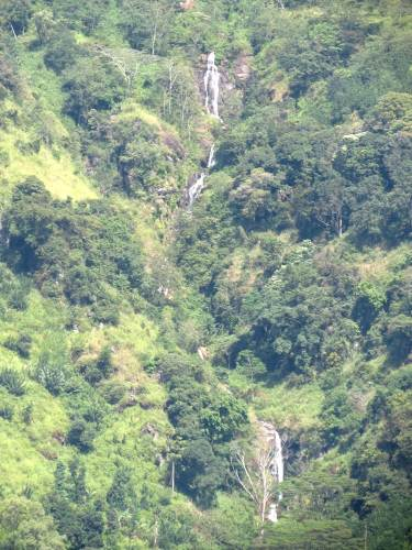 Almost full cascade of Garandi Ella/ Okandagala Ella height is about 63m.