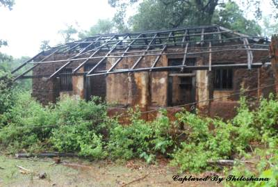 "Dilapidated house in ""Rambukoluwa"""