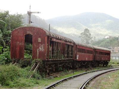 Abandoned carriages just before Nanu Oya