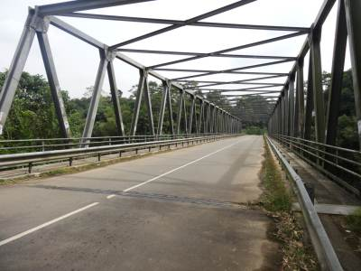Passing this bridge will bring you to a junction and take the left which is Kelin Kanda Road