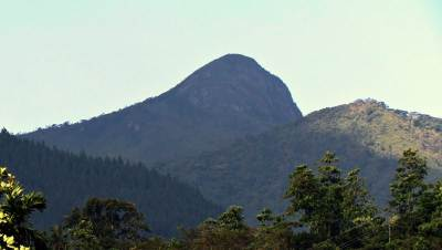 View of Hunnasgiriya peak from Waththegama town. Pic by Ashan