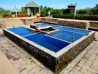 The actual hot spring is the small tank (It is actually a well) located in the center
