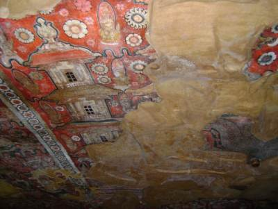 Paintings on the roof of the Viharaya